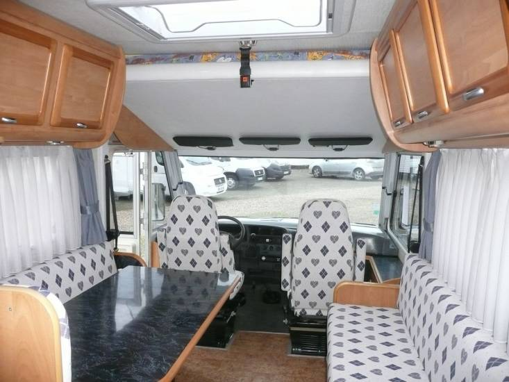 a vendre camping car int gral d 39 occasion frankia 650 rouen boos 76 camping car mobilhome. Black Bedroom Furniture Sets. Home Design Ideas