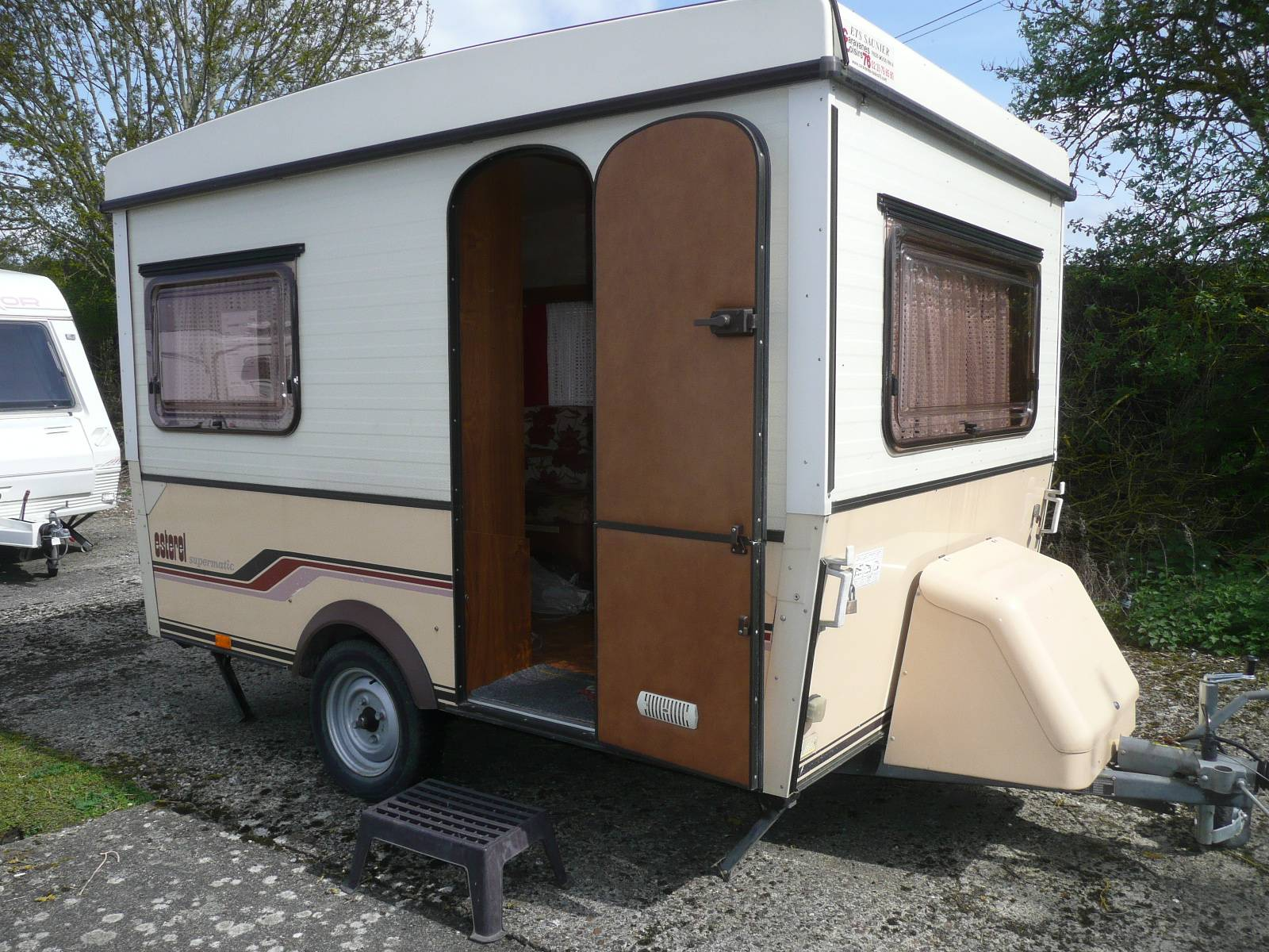 a vendre caravane esterel supermatic 310 rouen boos 76 camping car mobilhome rouen. Black Bedroom Furniture Sets. Home Design Ideas